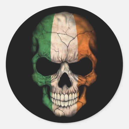 Irischer Flaggen-Schädel auf Schwarzem Runde Sticker