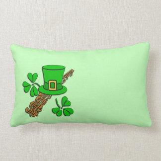 Irischer Hut und Kleeblätter Lendenkissen