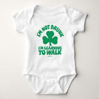 Irisches Baby - ich bin nicht… betrunken Baby Strampler