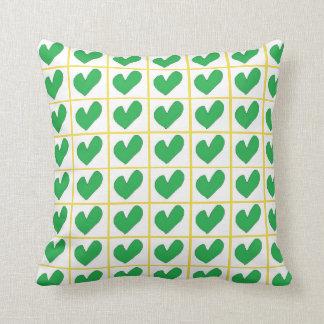 Irisches grünes Herz-Quadrat-Kissen Kissen