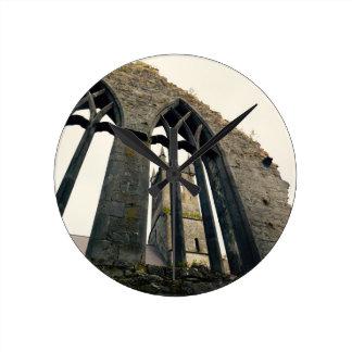 Irisches Schloss - Festung - nahe den Toren Runde Wanduhr