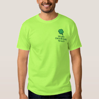 Irisches trinkendes Team lustiges Irland Besticktes T-Shirt