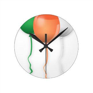 Irland-Flaggen-Ballone Runde Wanduhr
