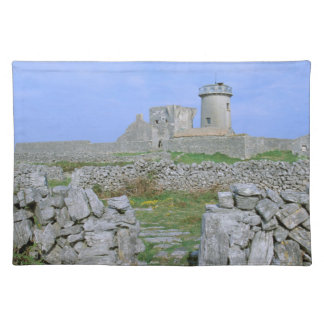 Irland, Inishmore, Aran Insel, Dun Aengus Fort Tisch Sets