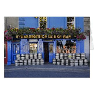 Irland, Kilkenny. Äußeres der Kneipe mit Bier Karte