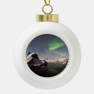 Island im Winter Keramik Kugel-Ornament