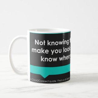 Ist das Wissen nicht okay; das Vortäuschen zu Kaffeetasse