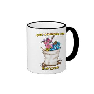 IST dort ETWAS IN MEINEM COFFE Ringer Tasse