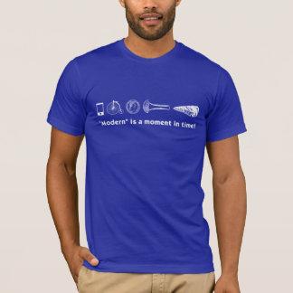 """Ist ein Moment in der Zeit """"modern""""! T - Shirt"""