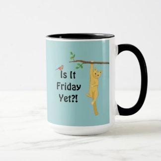 Ist es Freitag schon?! Katze, die von der Tasse