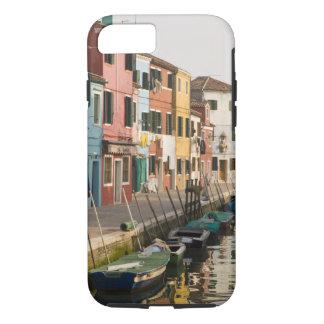 Italien, Burano. Bunte Häuser von Linie a iPhone 8/7 Hülle