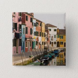Italien, Burano. Bunte Häuser von Linie a Quadratischer Button 5,1 Cm