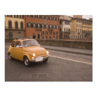 Italien, Florenz. Fiat 800 Kundgebungskreuze der Postkarte