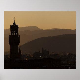 Italien, Florenz, Türme in der Stadt an der Dämmer Poster