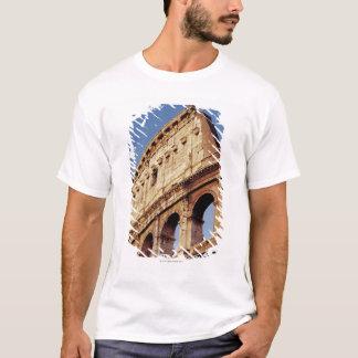 Italien, Lazio, Rom, das Colosseum am T-Shirt