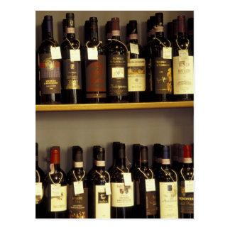 Italien, Toskana, Pienza Weinanzeige im Geschäft Postkarte