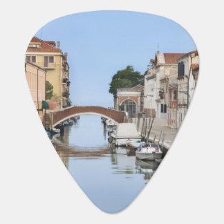 Italien, Venedig. Ansicht der Boote und der Häuser Plektrum