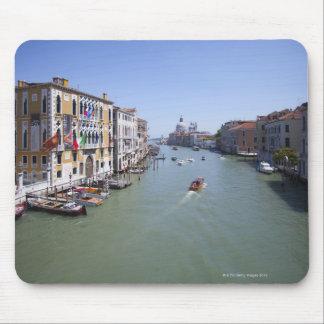 Italien, Venedig, Boote auf Kanal in der Stadt Mauspad