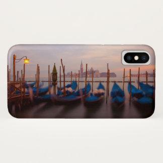Italien, Venedig. Verankerte Gondeln an der iPhone X Hülle