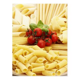 Italienische Küche. Teigwaren und Tomaten Postkarte