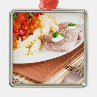 Italienische Teigwaren und Scheiben des Fleisches Silbernes Ornament
