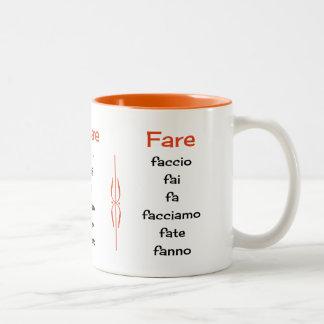 Italienische Verben, die das Unterrichten lernen Zweifarbige Tasse