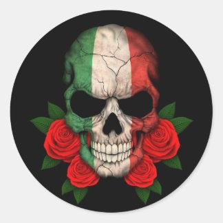 Italienischer Flaggen-Schädel mit Roten Rosen Runder Aufkleber