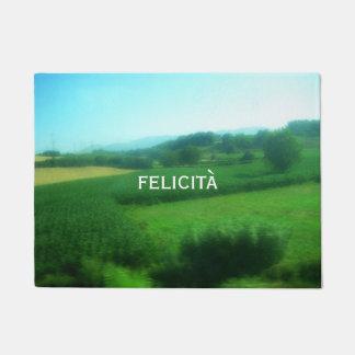 Italienisches Glück und landschaftliche Landschaft Türmatte