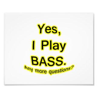 Ja spiele ich schwarzes Text-Gelb-Bass-Glühen Kunstfoto
