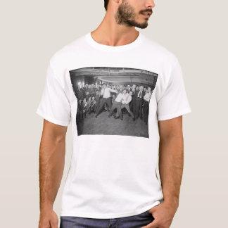 Jack Dempsey Spott, der gegen Harry Houdini kämpft T-Shirt