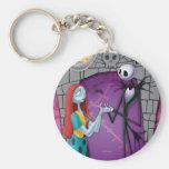 Jack und Sally, die Hände halten Schlüsselanhänger