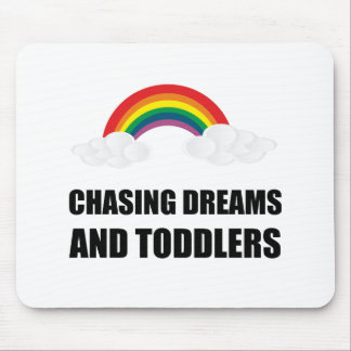 Jagen von Träumen und von Kleinkindern Mauspad
