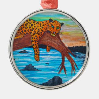 Jaguar, das auf Niederlassung sich ausruht Silbernes Ornament