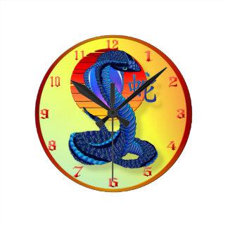 Jahr der Schlange und der Sun-Uhren Runde Wanduhr