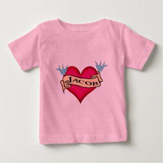 Jakob - kundenspezifische Herz-Tätowierungs-T - Baby T-shirt