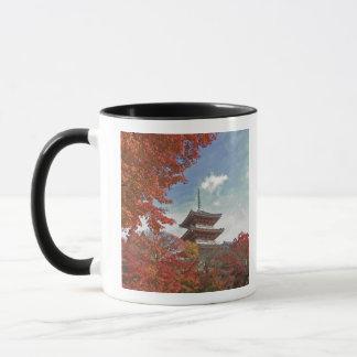 Japan, Kyoto, Pagode in der Herbstfarbe Tasse