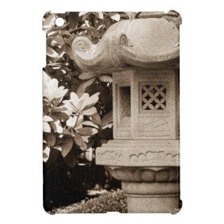 Japaner arbeitet sepiastatue im Garten iPad Mini Hülle