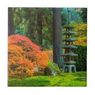 Japanische Gärten im Herbst in Portland, Oregon Fliese