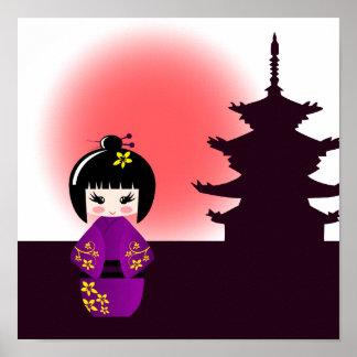 Japanische kokeshi Puppe am Tempel während des Poster