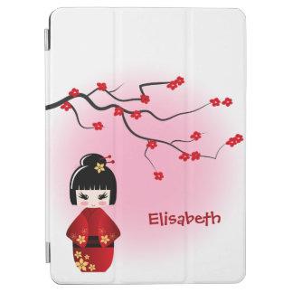 Japanische kokeshi Puppe an Kirschblüte-Blüten iPad Air Cover
