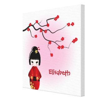 Japanische kokeshi Puppe an Kirschblüte-Blüten Leinwanddruck