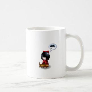 Japanische kokeshi Puppe und Honigdachs Kaffeetasse
