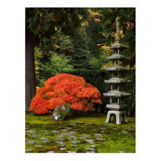 Japanischer Ahorn und Pagode in einem japanischen Postkarten