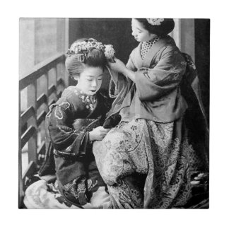 Japanisches Mädchen Hina Festival im Kimono Fliese