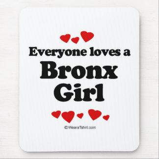 Jeder Lieben ein Bronx-Mädchen Mousepads