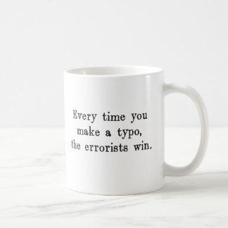 Jedes Mal wenn Sie einen Typo den Errorists Tasse