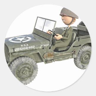 Jeep mit einem Cartoon-Soldaten Runder Aufkleber