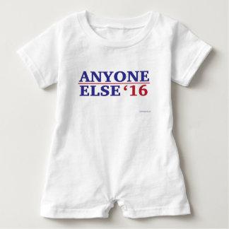 Jemand anderes Baby-Spielanzug 2016 T-Shirts