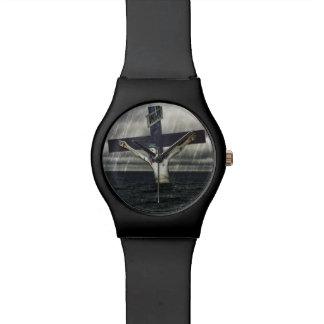 Jesus auf dem Kreuz in dem Meer Armbanduhr