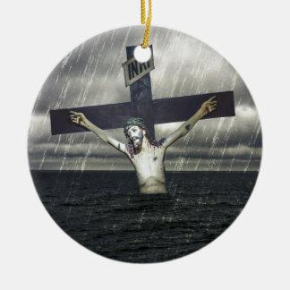 Jesus auf dem Kreuz in dem Meer Keramik Ornament